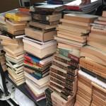 研究室の蔵書整理の為、中央大学人文科学研究所研究叢書など専門書をお譲り頂きました